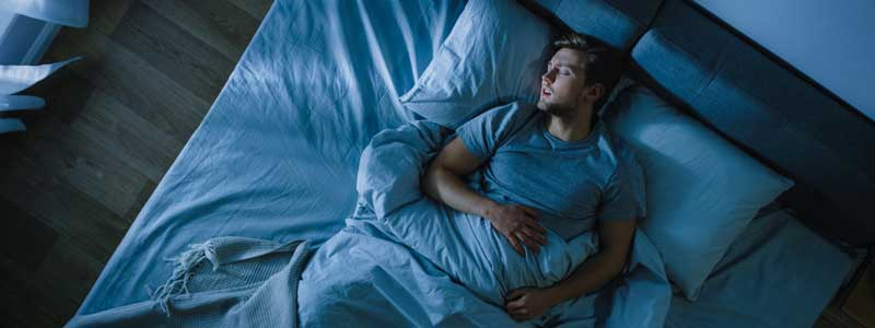 La importancia de dormir cuando sufres dolor de garganta